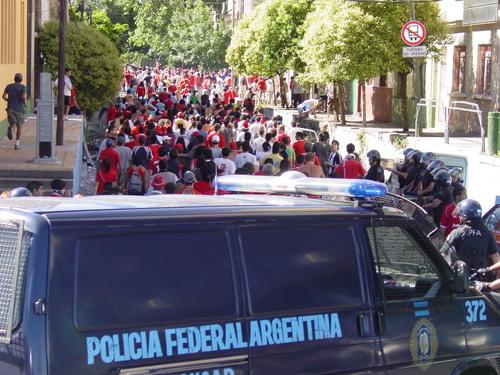 Ba_boca_police_chasing_soccer_fans