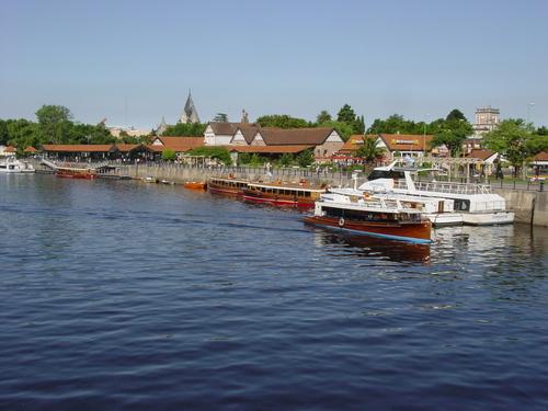 Ba_el_tigre_boats_in_harbor