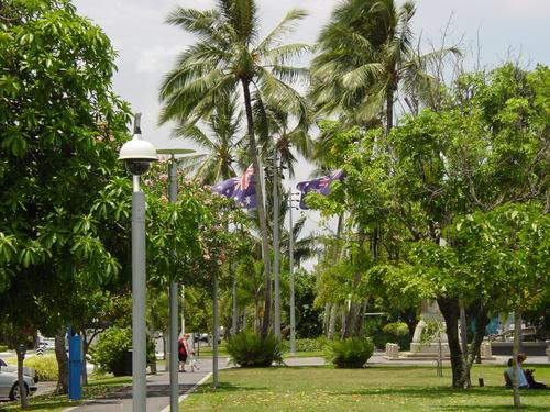 Cairns_esplanade