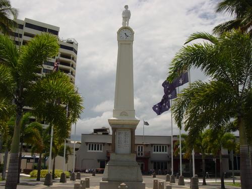 Cairns_esplanade_statue