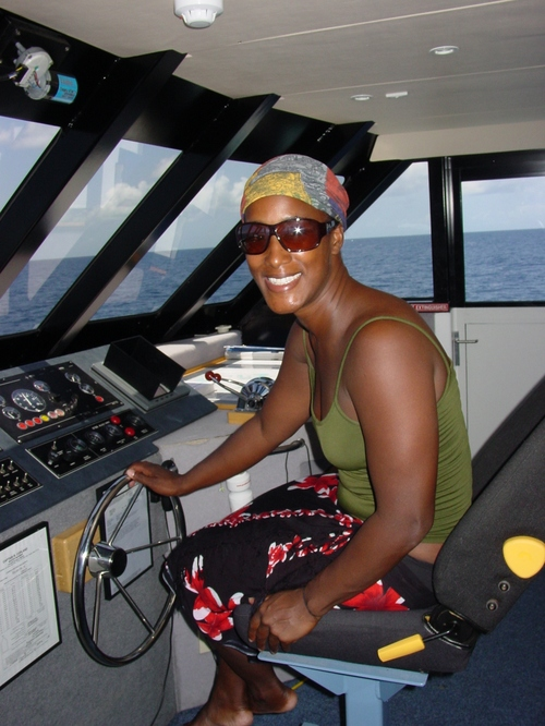 Cairns_prodive_sanyu_driving_the_boat