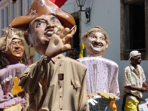 Salvador_old_city_parade_iii