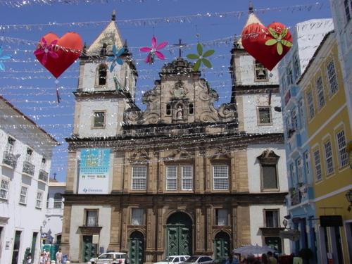 Salvador_plaza_de_jesus_church