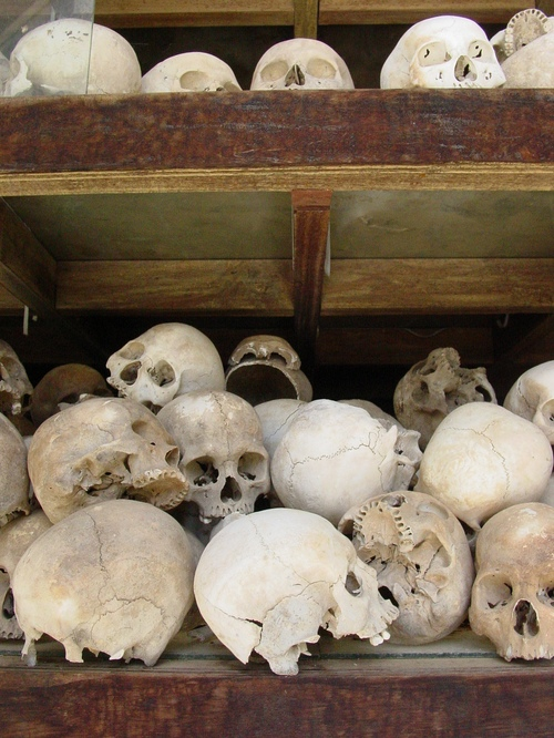 Phnom_phen_killing_fields_skulls_ii