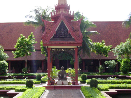 Phnom_phen_national_musuem_garden