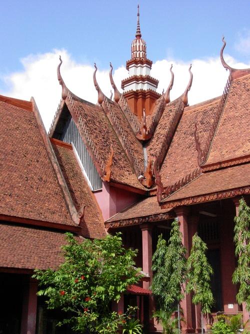 Phnom_phen_national_musuem_garden_view