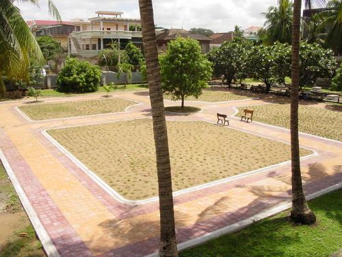Phnom_phen_s21_courtyard