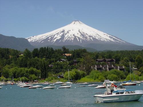 Pucon_volcano_villarica_from_lake