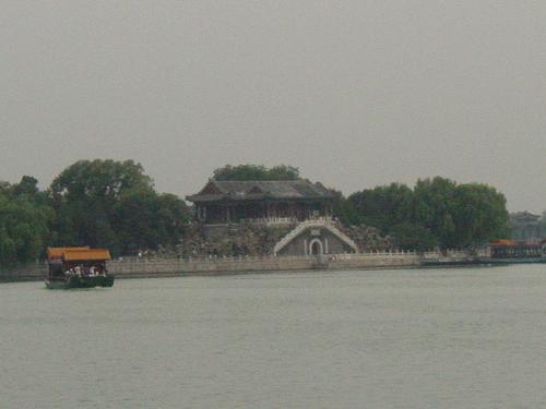 Beijing_new_summer_palace_island