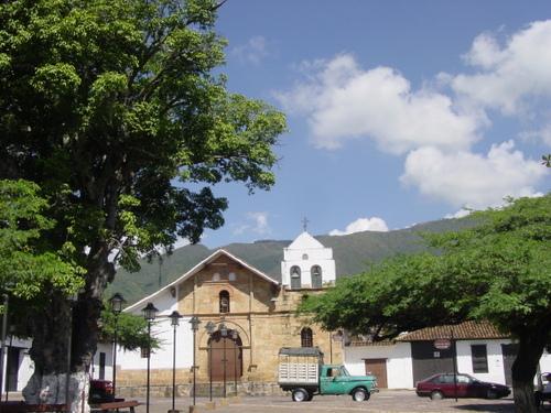 Giron_small_church