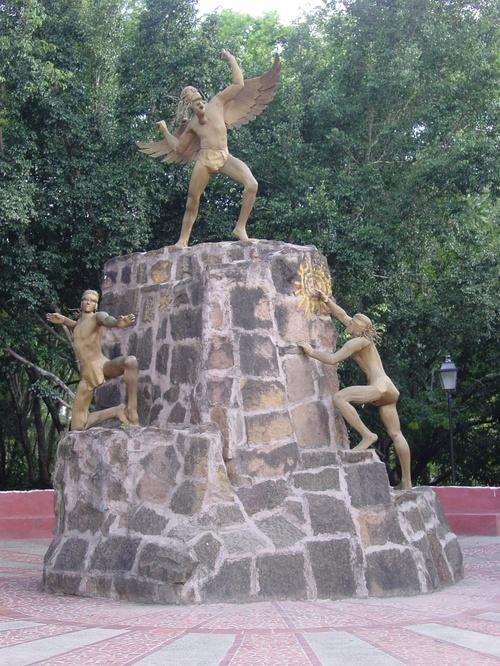 San_gil_park_statue