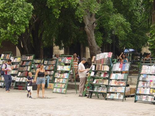 Havana_bookstands