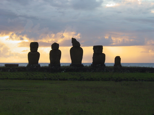 Moai_at_sunset_i