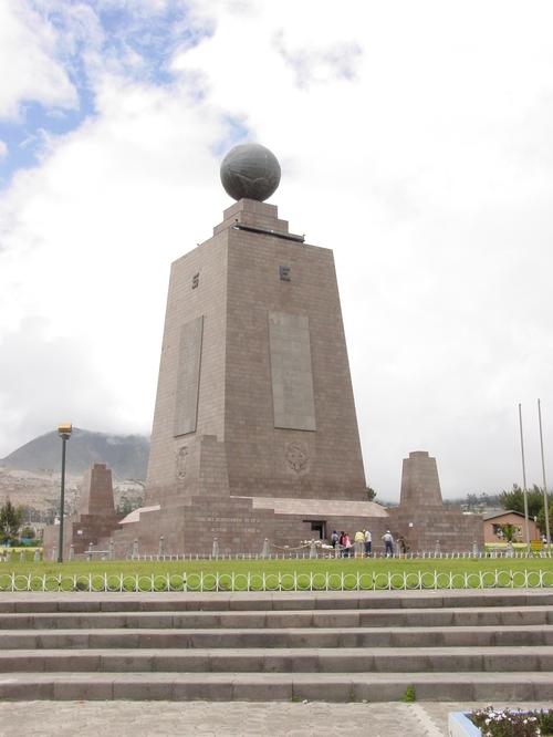 Quito_mitad_del_mundo_monument