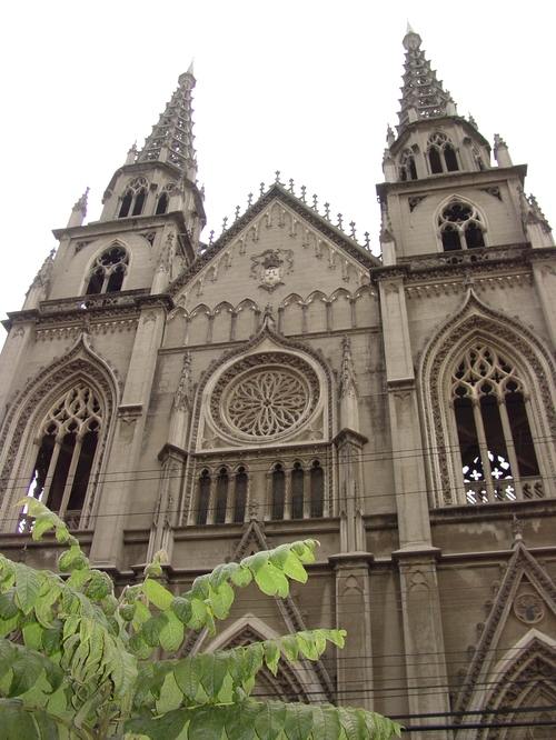 Quito_new_city_church_front
