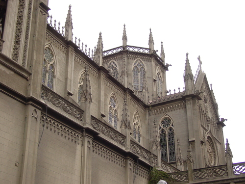 Quito_new_city_church_side
