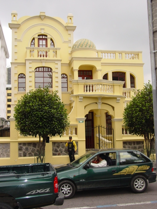 quito_new_city_yellow_house