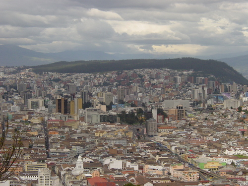 Quito_view_from_virgin_i