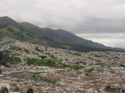 Quito_view_from_virgin_ii