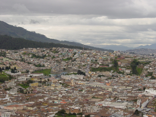 Quito_view_from_virgin_iii