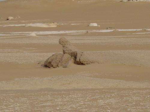 Siwa_desert_sculpture