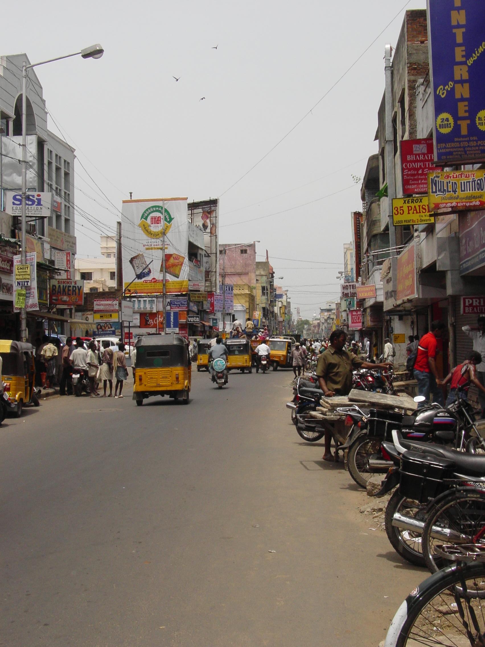 Chennai_busy_street_i