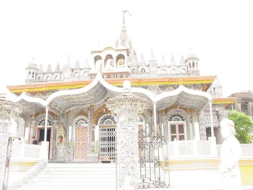 Kolkata_parenshnath_jain_temple_iv