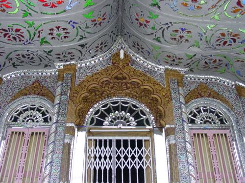 Kolkata_parenshnath_jain_temple_v