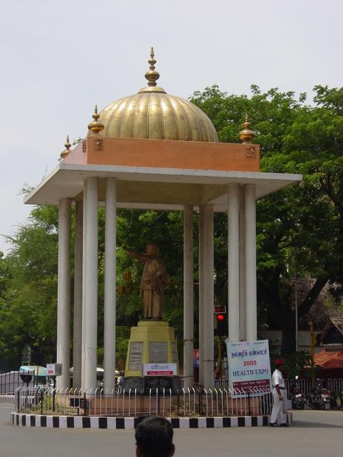 Lal_bahabhur_circle_statue