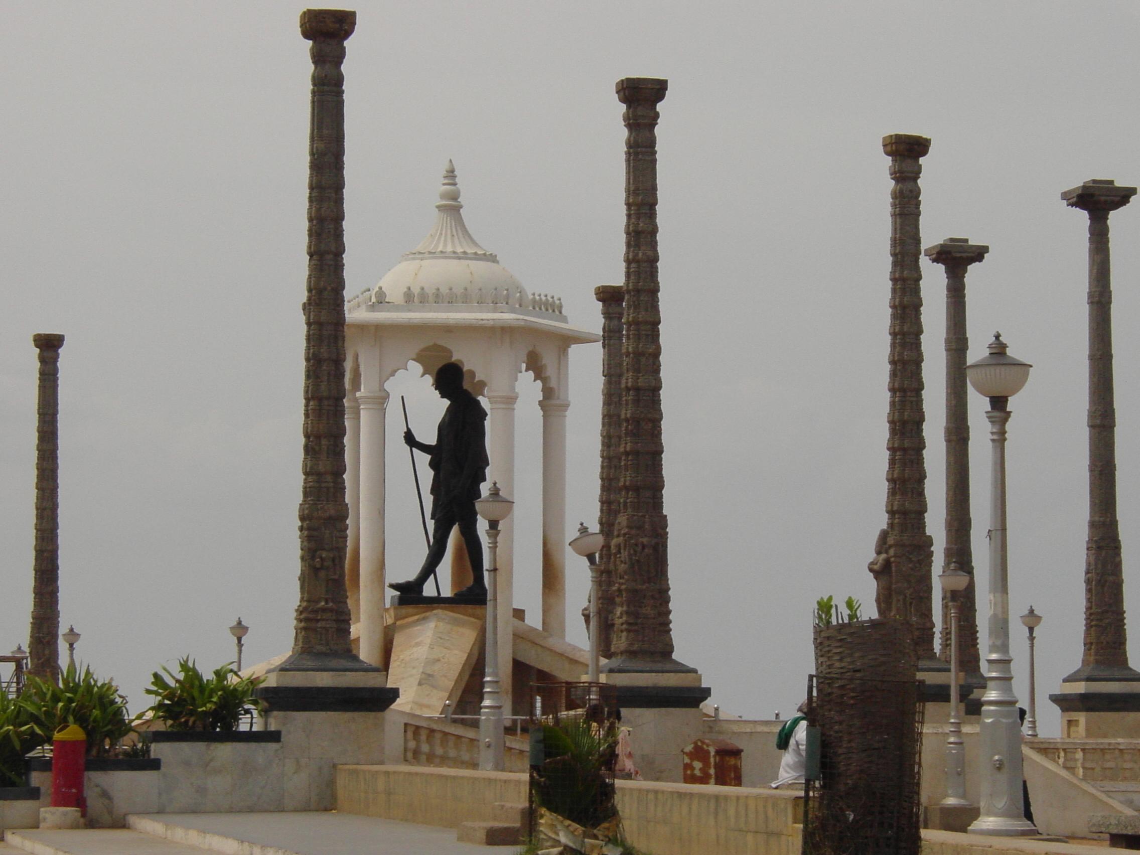 Pondicherry_ghandi_statue