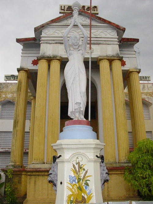 Pondicherry_sacred_heaart_church_statue
