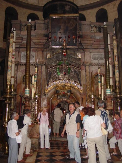 Jerusalem_old_city_christian_quarter_chu_1
