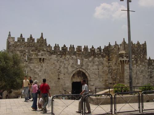 Jerusalem_old_city_damascus_gate