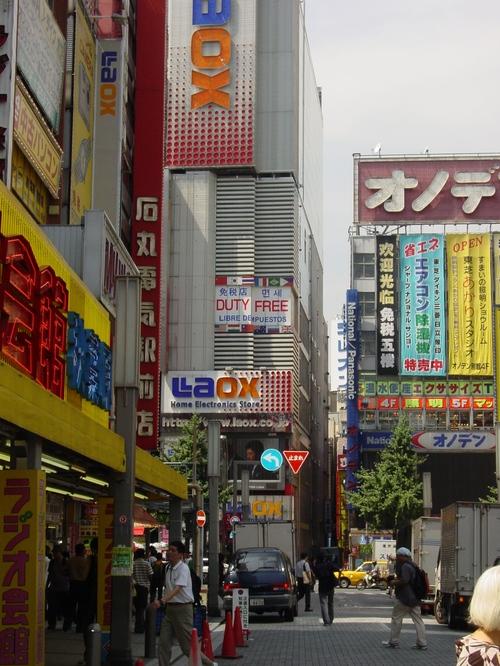 Tokyo_akihabara_electronics_district_iv