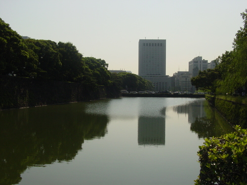Tokyo_view_over_moat