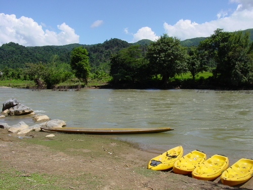 Vang_vieng_kayak_trip_boats