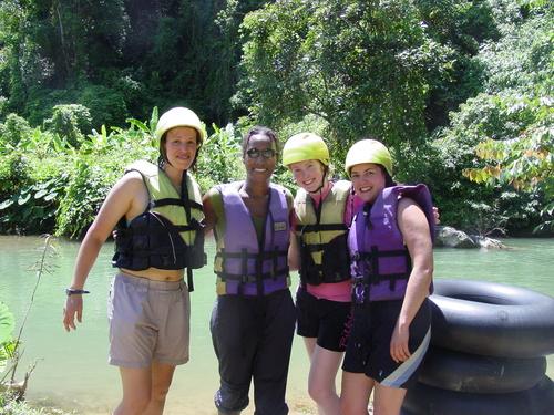 Vang_vieng_kayak_trip_jo_sanyu_kate_and_