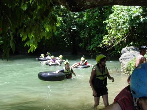 Vang_vieng_kayak_trip_tubing_out_of_the_