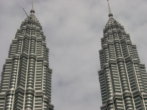 kl_petronas_towers_tips