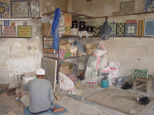 Fes_pottery_worker