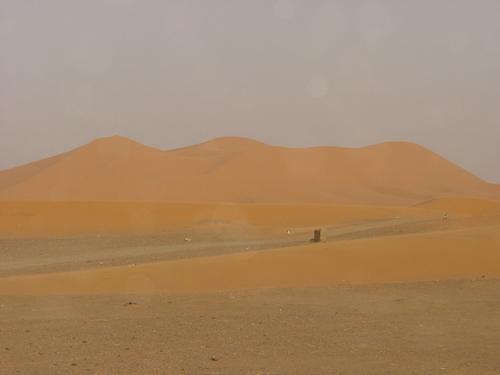 Merzouga_dunes_over_the_road