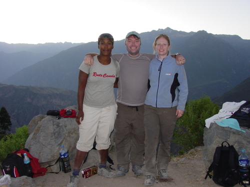 colca_canyon_sanyu_bob_and_di_at_top