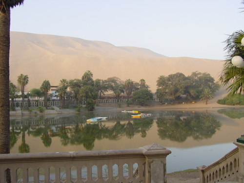 huacachina_sunrise_oasis_lake