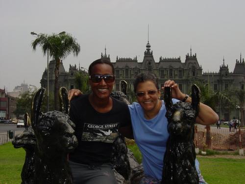 Lima_mom_and_sanyu_on_alpacas