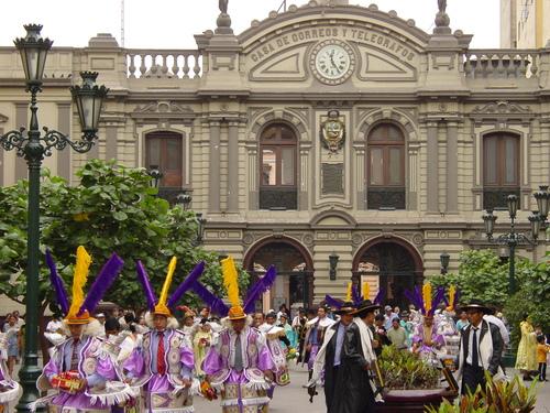 Lima_plaza_des_armes_parade_i