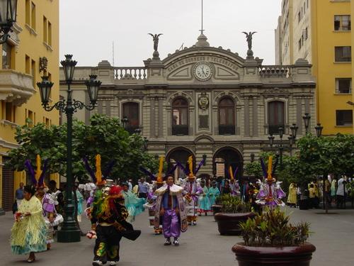 Lima_plaza_des_armes_parade_ii