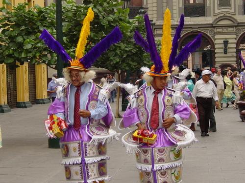 Lima_plaza_des_armes_parade_iii