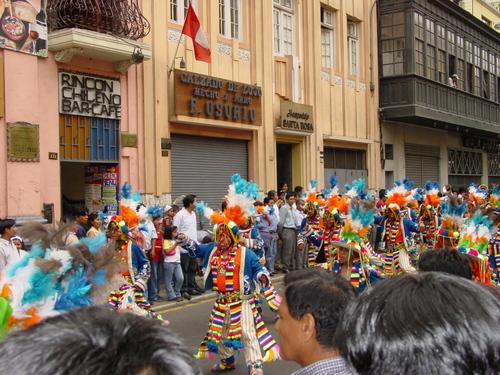 Lima_plaza_des_armes_parade_x