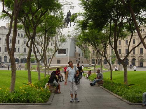 Lima_plaza_san_martin_mom
