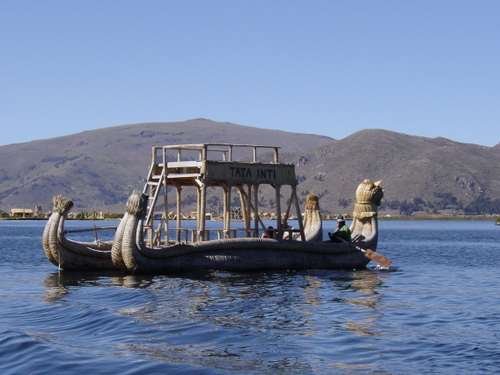 puno_floating_isle_boat_i
